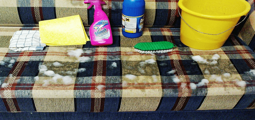 طريقة تنظيف الكنب المتسخ