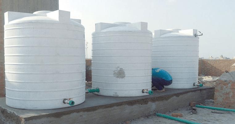 تنظيف خزانات المياه البلاستيكية